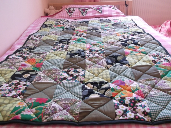 Sept 2012 - Green Quilt and Bunting