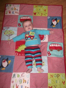 Put the baby on the quilt