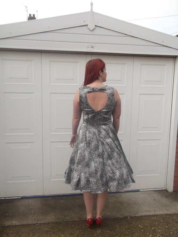 Cut-out back, and bow-shaped, erm, 'neck bit'?!  (Pleated in the middle)