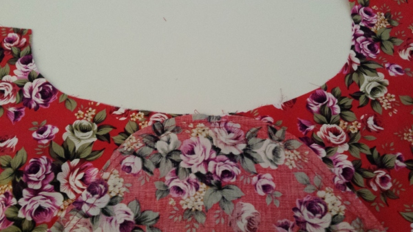 Sleeve head with gathering stiches, pinned at the centre to the shoulder seam of the dress