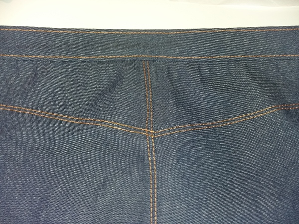Topstitching at the back of the Grainline Moss skirt